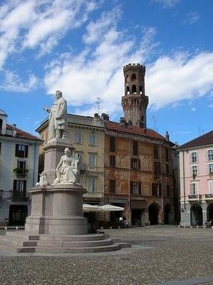 VERCELLI-veduta di piazza Cavour